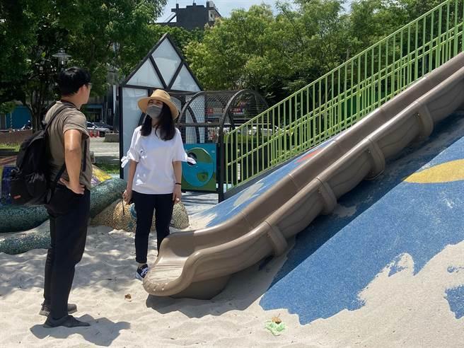 氣溫飆升新勢公園遊具燙人,市議員舒翠玲呼籲全盤體檢改善。(呂筱蟬攝)