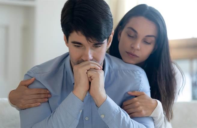 雙子座、天蠍座及魔羯座的男性在婚前婚後反差最大,一旦兩個人相處時間越長,他們就會開始顯露出缺點,讓人跌破眼鏡。(圖/Shutterstock)