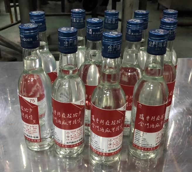 楊鎮浯在今天傍晚召開的緊急會議中,也要求金酒公司盤整防疫酒精相關用料,完善徵調重啟生產線的準備。(李金生攝)