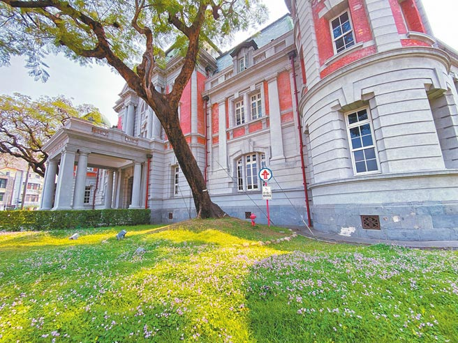 立法院昨天三讀通過《國立台灣歷史博物館組織法》、《國立台灣歷史文學館組織法》修正草案,兩館將由四級機構升級為三級機構。圖為國立台灣文學館。(台文館提供)