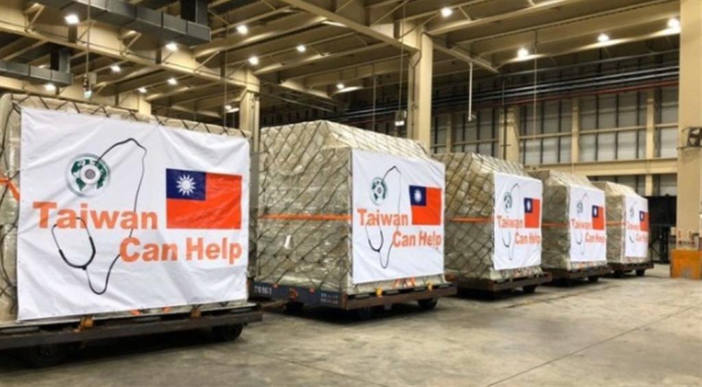 台灣曾打出「Taiwan can help」口號,捐贈多國防疫物資。(圖/取自衛生福利部官方網站)