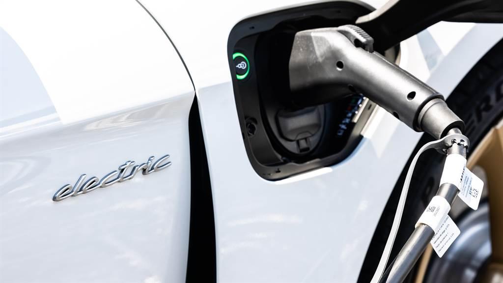 台南首座 Porsche Destination Charging 目的地充電站設置在 Porsche NOW Tainan,提供兩組充電系統予Taycan車主使用;預計2022年落成的台南保時捷展示中心,將會佈建 Porsche Turbo Charging 快速DC充電站。