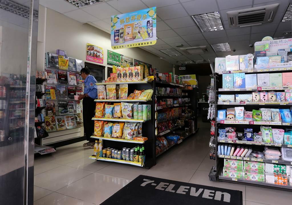513全台大停電,便利商店也難逃停電之苦。(圖/黃世麒攝)