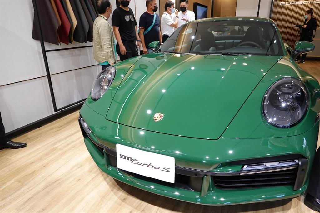 「西門大院」接待會館打造台灣第一間Porsche保時捷獨立概念店,不定期展示保時捷最新車款。(業者提供)