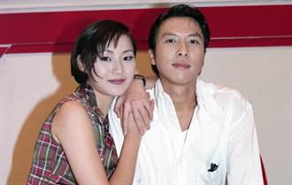 甄子丹曾愛她到下跪 第一美腿50歲近照太驚艷