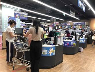搶購人潮不再 賣場貨架空一片 連保險套也賣光