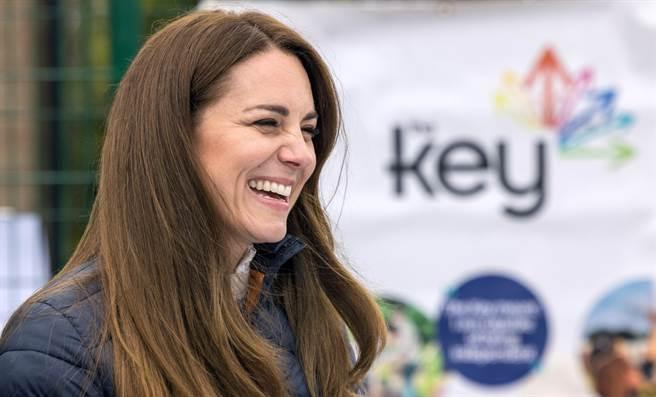 英國劍橋公爵夫人凱特4月27日在德倫郡(County Durham)出席慈善活動的神情。(達志圖庫/TGP)