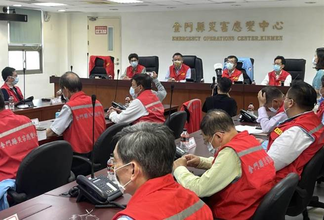 台灣疫情升溫,金門召開緊急因應會議。(金門縣政府提供)