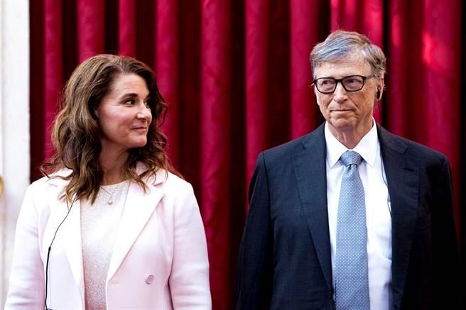 美媒報導,比爾蓋茲曾向高爾夫球球友透露,和梅琳達之間早就「沒愛」了,並且各過各的生活。(圖/路透社)
