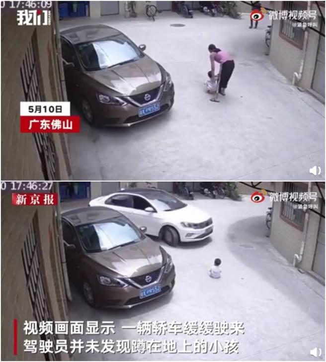 大陸一名母親將孩子放在路中央後,就轉身去開門。(圖/微博@东丽检察)