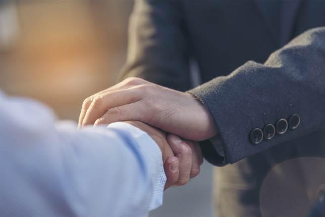 有些星座非常信守承諾,只要答應別人的事情,他們就會盡全力做到好,是值得深交的朋友。(示意圖/達志影像)