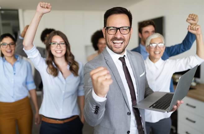 生肖龍、牛以及豬的人在30歲前通常會略顯平庸,沒有太大成就,不過一旦過了30歲,馬上就能發,讓人刮目相看。(圖/Shutterstock)
