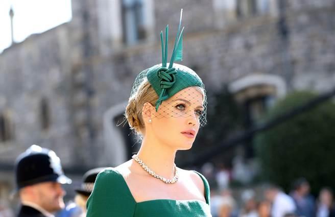 已故英國黛安娜王妃的姪女凱蒂史賓塞(Lady Kitty Spencer)因絕美造型在哈利王子與梅根的婚禮上暴紅,她近日接受媒體專訪時表示,一覺醒來看到粉絲人數暴增相當受寵若驚。(資料照/TPG、達志影像)