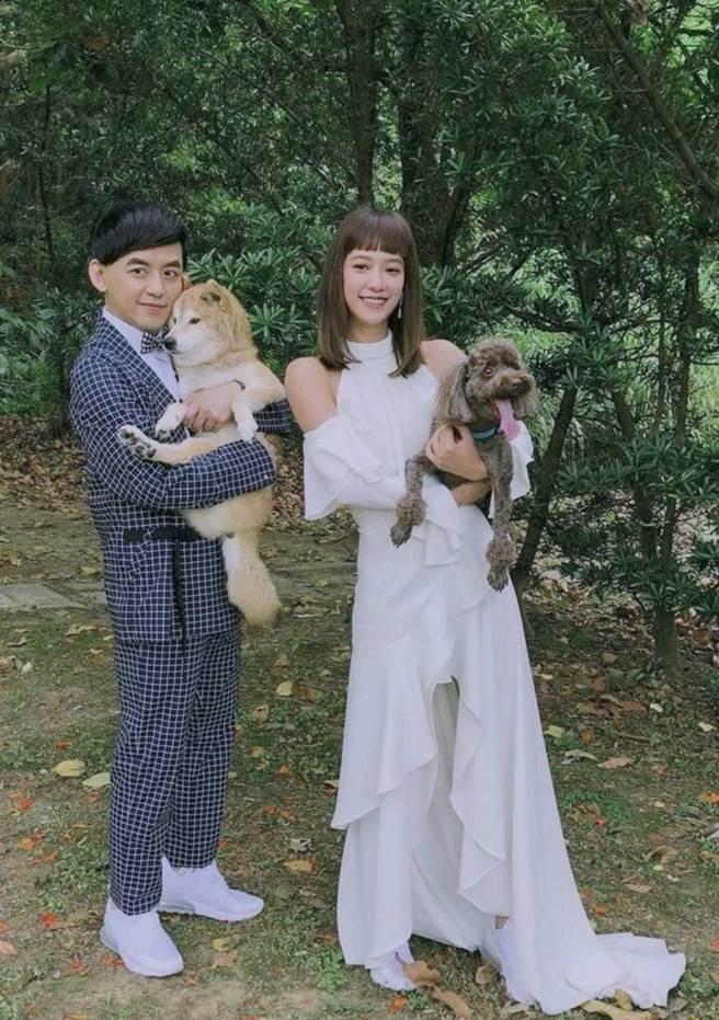 黃子佼(左)和老婆孟耿如的婚禮無奈二度取消。(摘自黃子佼臉書)