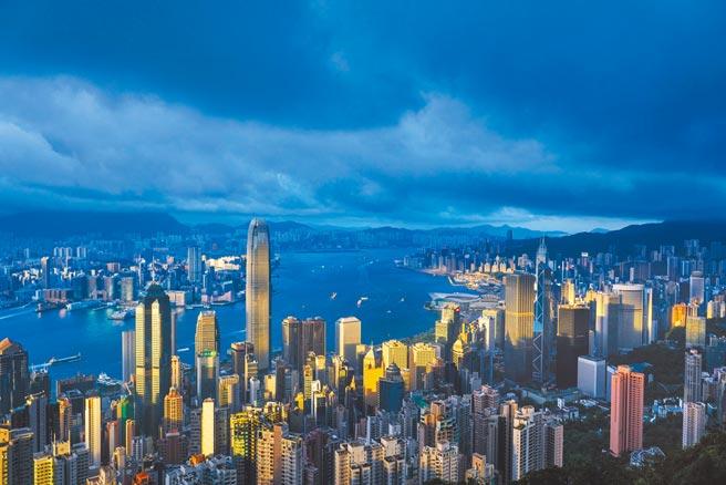 香港美國商會12日公布的最新調查顯示,有42%受訪會員計畫或正在考慮離開香港。(中新社)