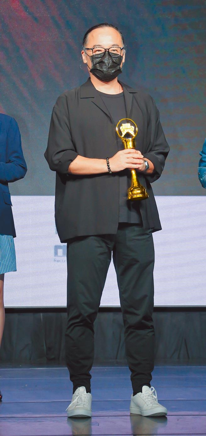 本屆金曲獎評審團主席鍾成虎昨說明入圍名單。(羅永銘攝)