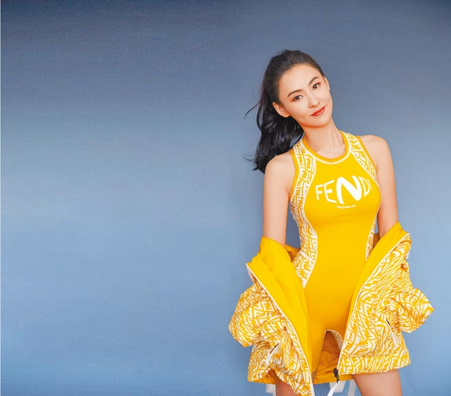 原先預定今(13日)舉辦的Fendi Vertigo發表會,因疫情取消。香港女星張柏芝日前身穿Fendi Vertigo服裝出鏡。(Fendi提供)