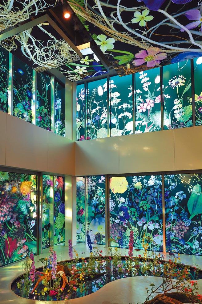 梵克雅寶在東京蔦屋書店舉辦Light of Flowers珠寶與花藝展,如夢境般唯美浪漫。(Van Cleef & Arpels提供)