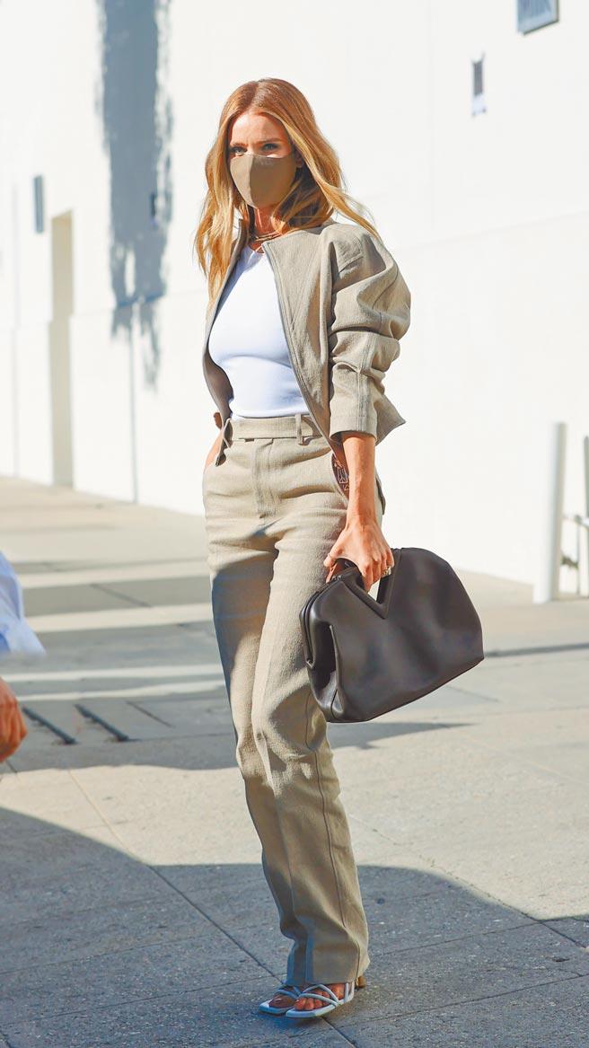 蘿西杭亭頓懷特莉穿搭BV,展現街頭氣息。(CFP)