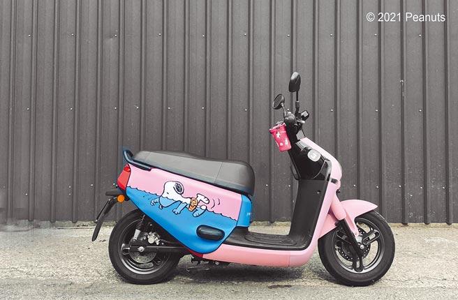 BLR gogoro車身造型保護套,史努比游泳系列,原價1490元(Pinko提供)