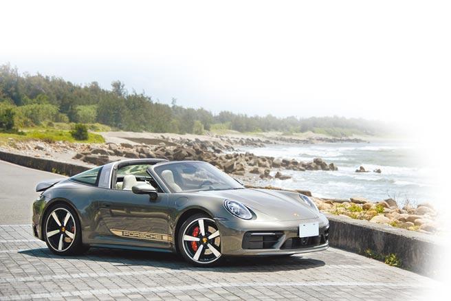 PORSCHE 911 Targa 4S基本車身價格792萬元,試駕車選配多項個人化配備,總價為1151萬9900元。(陳大任攝)