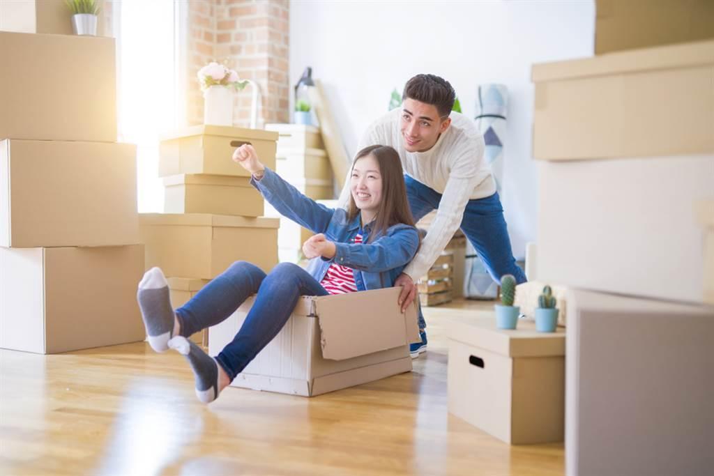 搬家是一件喜事,若想讓接下來的日子過得順利,也要注意不可觸犯風水禁忌。(示意圖/shutterstock)