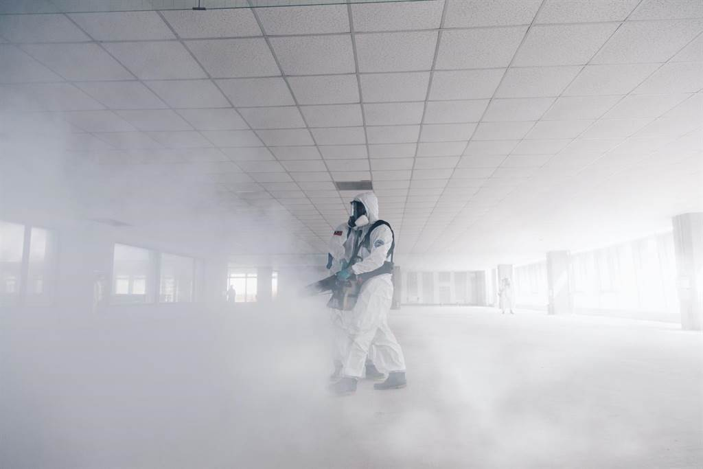 陸軍化學兵執行消毒任務。(軍聞社資料照片)