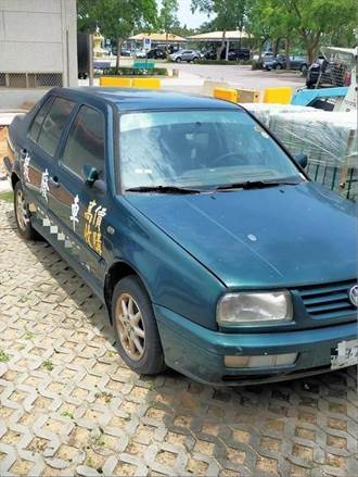 廣告車長期霸占停車位 金門警方出手開罰了