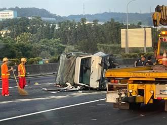 國一南下楊梅段西瓜貨車遭追撞 肇事駕駛棄車逃逸