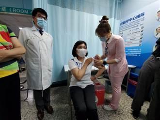 台大醫:有疫苗就先打 張麗善率縣府主管接種