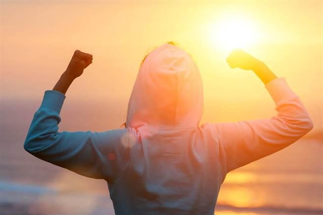 打造自體免疫力,要攝取足夠的營養,抵禦這些入侵的病原。(示意圖/Shutterstock)