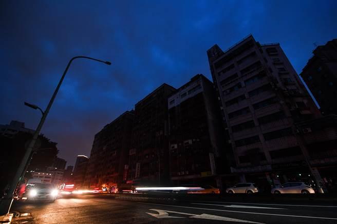 大停電結合新冠疫情爆炸 台灣窘境登紐約時報
