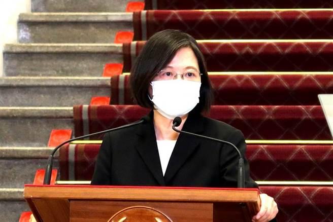 總統蔡英文13日為全台大停電致歉。(崔慈悌攝)