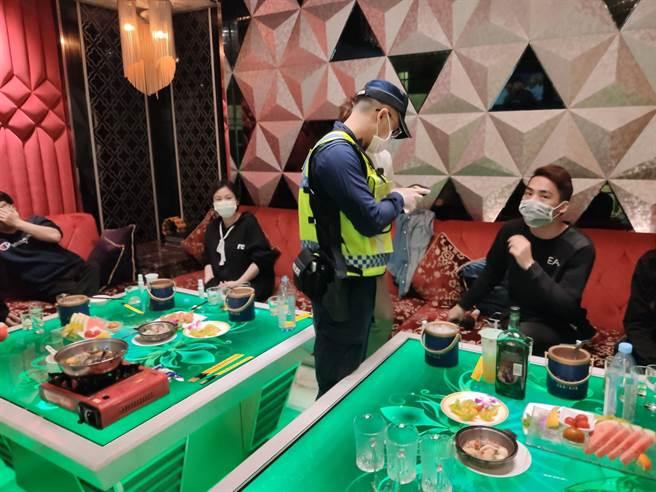 桃園市長鄭文燦稍早宣布,桃園八大15日0時起暫停營業至6月8日。(本報資料照片)