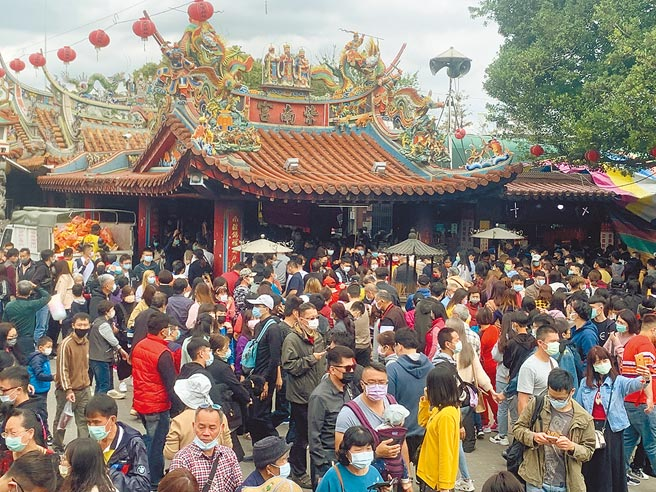 圖為今年春節大年初一紫南宮雖然沒有發錢母,還是人潮滿滿。(本報資料照片)