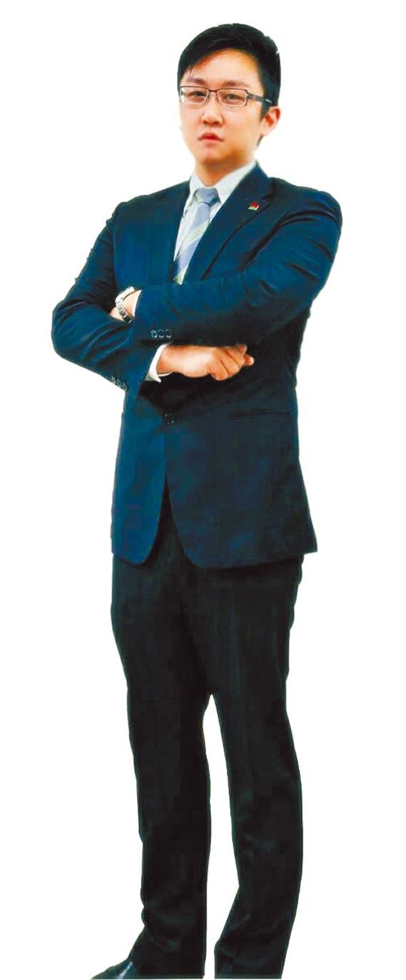 劉裕祥是信義房屋復興瑞安店專案經理,不但幫助自己圓夢,也協助許多客戶滿足購置理想住家的願望。(信義房屋提供)