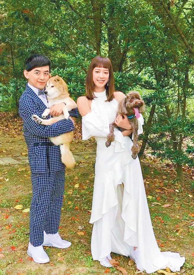 黃子佼(左)感謝孟耿如體諒取消婚禮活動。(摘自臉書)
