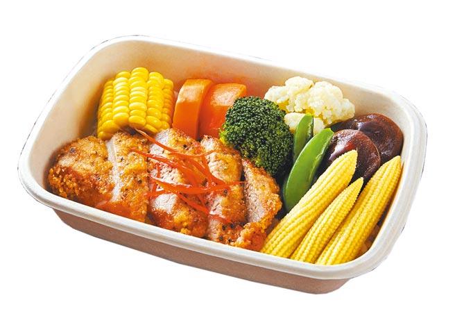 慕軒飯店即日起端出4款「URBAN331饗樂餐盒」外帶服務,平日午餐供應,此為燒烤黑胡椒豬排。(慕軒飯店提供)