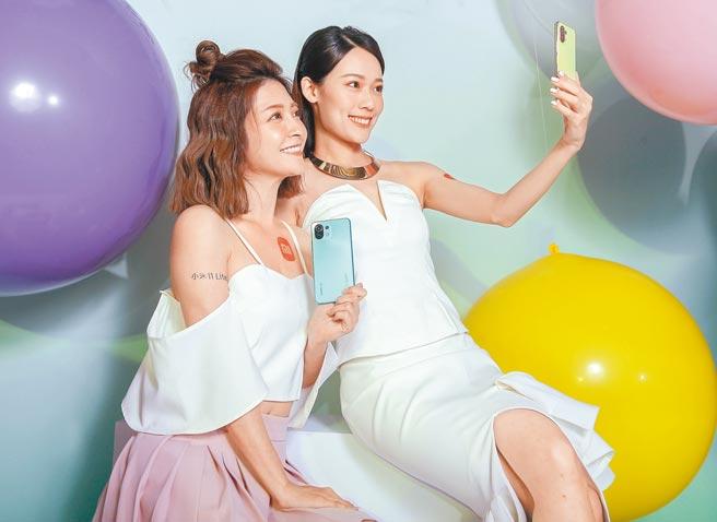 小米11 Lite 5G主打品牌史上最輕最薄的5G手機,更是目前市面上擁有6吋以上大螢幕最輕薄的5G手機,機身僅159g、6.81mm的超薄3款新色設計。(粘耿豪攝)