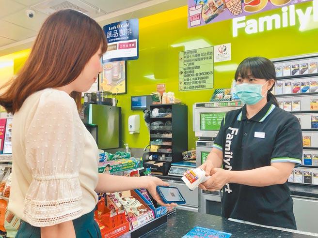 全家Fami錢包推出禮物卡,會員錢包可互相轉贈。(全家提供)
