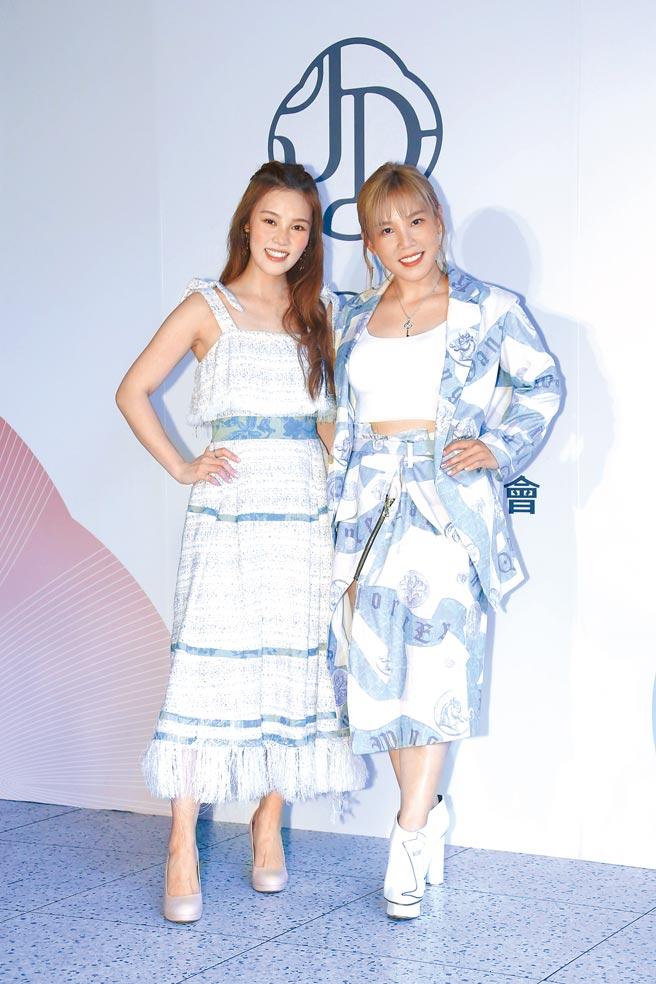 李佳薇(右)、李佳歡昨舉辦保養品上市記者會。(羅永銘攝)