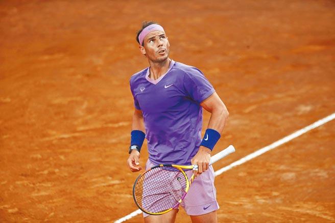 納達爾在羅馬網賽首戰告捷,藉這比賽備戰法網。(美聯社)
