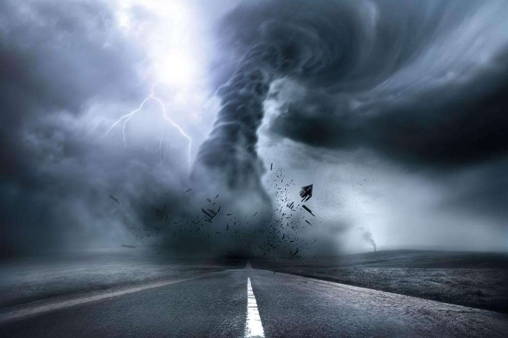 大陸武漢昨(14日)晚間8點39分突發9級龍捲風。(圖為龍捲風示意圖,達志影像/shutterstock提供)