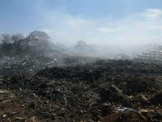 名間鄉公所垃圾場大火狂燒3天毀2公頃 挖土機開挖灑水降溫