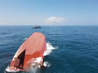 澎湖大陸籍抽砂船翻覆3人失蹤 海巡艦艇空勤直升機火速馳援