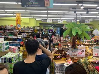 搶購人潮擠爆超市 美女律師嘆:根本沒有社交距離