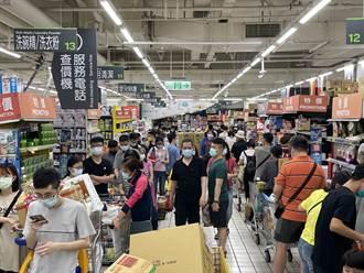 【三級警戒】賣場擠爆街上店面冷清清 商家嘆:用餐人數掛蛋