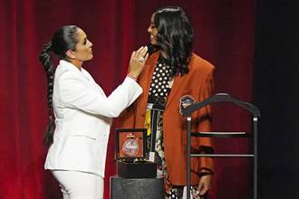 NBA》柯比女兒代表參加名人堂儀式 賈奈特致詞令人鼻酸