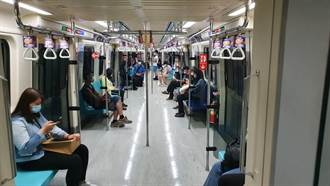 防疫升級民眾不敢出門 北捷運量慘跌7成、客運站如空城