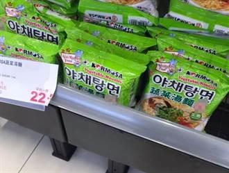 瘋搶物資 賣場架上綠包裝泡麵全滿沒人買 原因曝光網秒懂